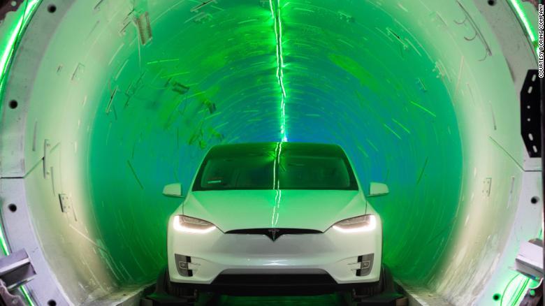 Тунелът на Елън Мъск