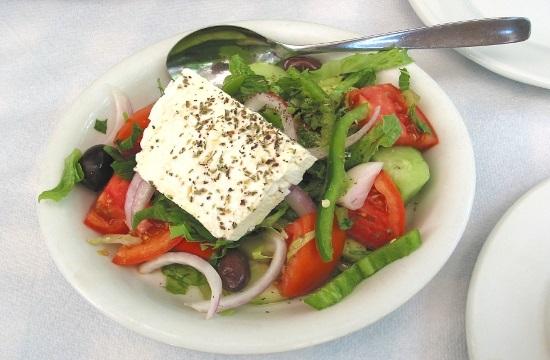 """""""Гръцка салата"""" с маруля"""