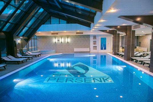 Вътрешен басейн на СПА хотел Персенк