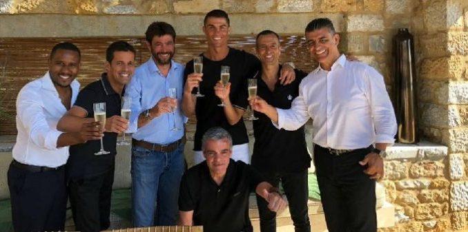Кристиано Роналдо на почивка в Гърция